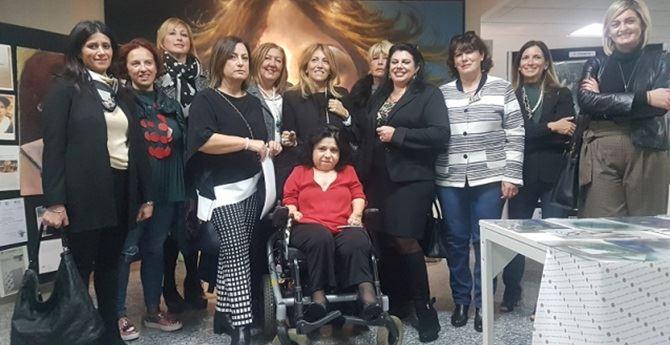 L'artista Domenica Cosoleto, il presidente Crpo Cinzia Nava e altre organizzatrici