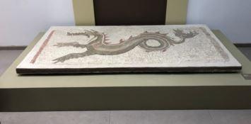 Il mosaico del drago torna a Monasterace