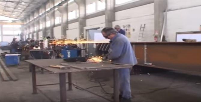 Un operaio metalmeccanico