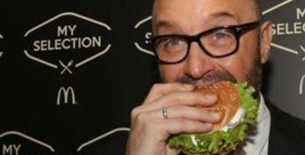 Joe Bastianich addenta un panino