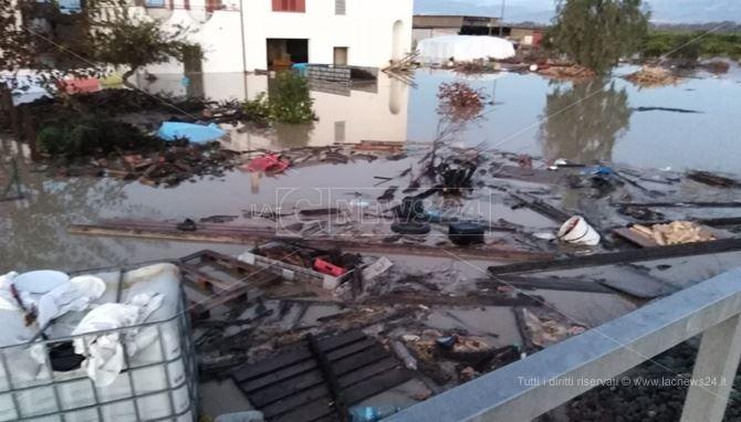 I danni provocati dall'esondazione del fiume Crati a Corigliano