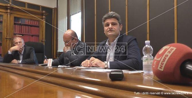 Da destra: l'assessore comunale al Bilancio Benedetto Proto e il sindaco di Crotone Ugo Pugliese
