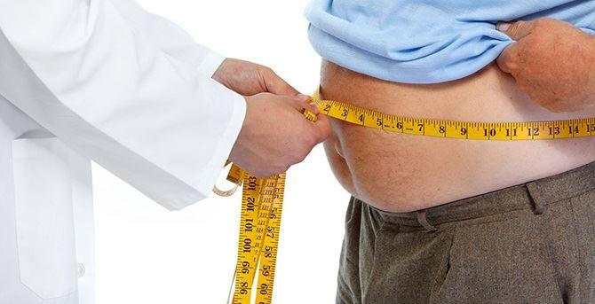 Dottore con paziente affetto da obesità
