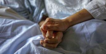 Soverato, malnutrita e con ematomi: anziana arriva in ospedale e muore