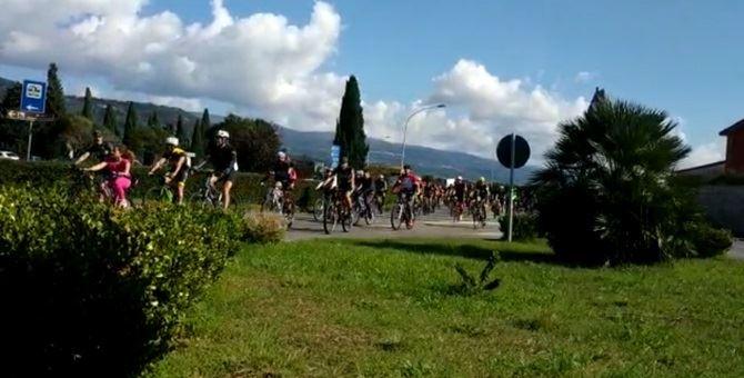 I ciclisti durante la Pedalata per la sicurezza