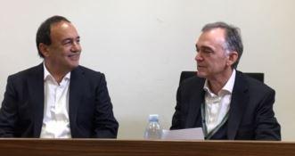 Mimmo Lucano con il presidente della Regione Toscana Enrico Rossi