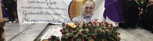 Una città in lutto, Crotone tributa l'ultimo saluto a Massimo Marrelli