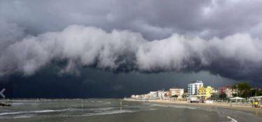 L'allerta rossa sovrasta le critiche dei sindaci al sistema di allarme meteo