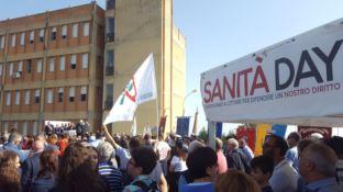 Ospedale di Locri, sindaci e cittadini in piazza per il diritto alla salute
