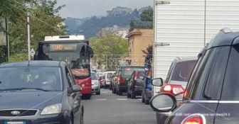 Cosenza nella morsa del traffico, il comune: «Colpa dei lavori dell'Enel»