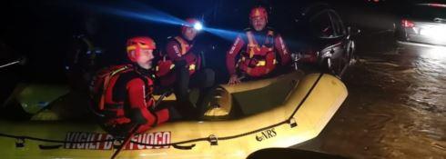 Maltempo, anziani soccorsi dai sommozzatori dei vigili del fuoco