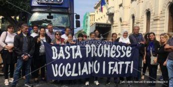 Reggio, protesta per le case popolari:«Solite promesse, siamo stanchi»
