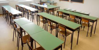 A scuola non si torna, il ministro: «Tutti promossi, ma le insufficienze restano»