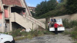 Cosenza, famiglia rom occupa il palazzetto dello sport: sgomberati