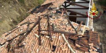 Tromba d'aria nel Crotonese, vola via il tetto di una chiesa