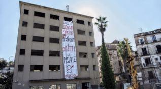 Cosenza, il Comitato Prendocasa occupa l'ex Hotel Jolly