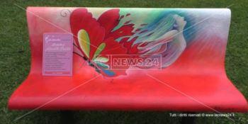 Una panchina rossa per fermare la violenza sulle donne in nome di Annetta Gentile