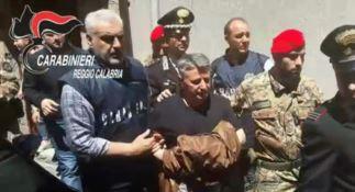 Il momento dell'arresto del boss Rocco Barbaro