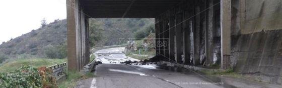 Crolla una parte della galleria: centro storico di Rossano isolato e cittadini indignati