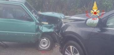 Scontro tra due auto a Gizzeria, ferita anche una bambina