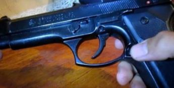 Nascondeva una pistola in casa, arrestato
