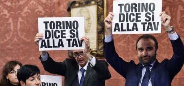 A Torino passa la linea grillina, stop alla Tav