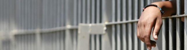 Morire di carcere in Calabria, una mamma cerca risposte: «Cosa è successo a mio figlio?»