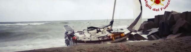 Maltempo killer, nove vittime in Italia. A Catanzaro si cerca il disperso del naufragio