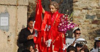 Il parroco vieta il balletto della statua patronale e la comunità insorge
