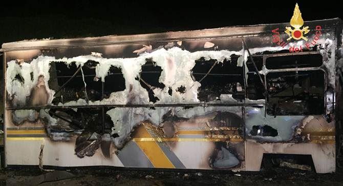 Il furgone incendiato