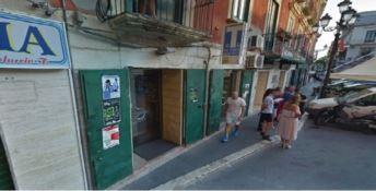 Armati d'ascia rapinano una tabaccheria nel centro di Crotone