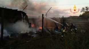 Pianopoli, incendio avvolge capanno: intervengono i vigili del fuoco