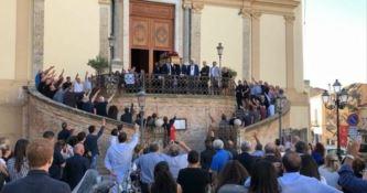 Saluto fascista al funerale di Nando Giardini, dieci identificati