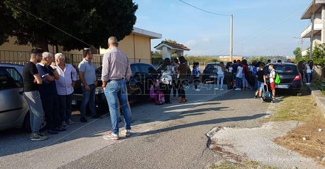 La protesta dei genitori a Pannaconi