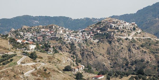 Una veduta di Roccaforte del Greco
