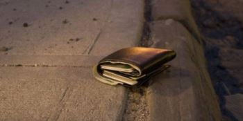 Bologna, perde il portafogli con mille euro: calabrese glielo restituisce
