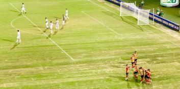 A Lecce si gioca, a Cosenza no. I tifosi: «Adottati due pesi e due misure»