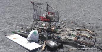 Spiagge trasformate in discariche, ecco il dopo Ferragosto in Calabria