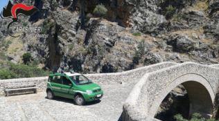 Raganello, violano i sigilli sul Ponte del Diavolo e postano i selfie: denunciati