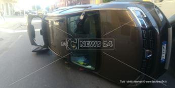 Nuovo incidente sulla statale 106, scontro tra due auto a Guardavalle