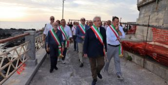 Ernesto Magorno insieme ai sindaci del Tirreno cosentino nell'area portuale