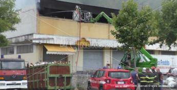 Praia, incendio doloso al mega store: solidarietà e voglia di ricominciare
