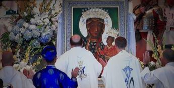 Usa, alla Madonna di Czestochowa i diademi del maestro calabrese Affidato