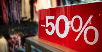 Saldi invernali, si parte: gli italiani spenderanno 168 euro a persona