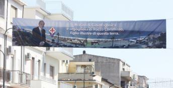 A Marina di Gioiosa Jonica uno striscione per Rocco Còmmisso