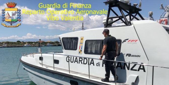 Un'imbarcazione della guardia di finanza