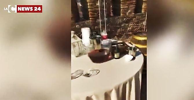 Compleanno abusivo sulla terrazza del Castello aragonese