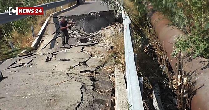 Ponte crollato a Cropani
