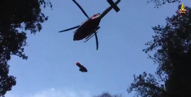 un elicottero dei vigili del fuoco