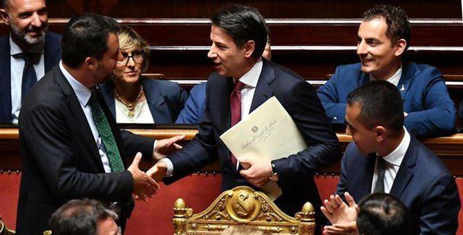 Salvini all'ingresso in aula prima del dibattito